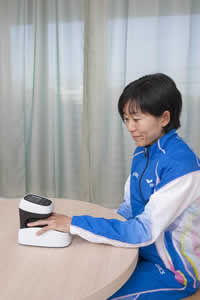 Athlete Mizuki Noguchi (member of the Sysmex Women's Track & Field Team) uses ASTRIM FIT to monitor her condition on a daily basis